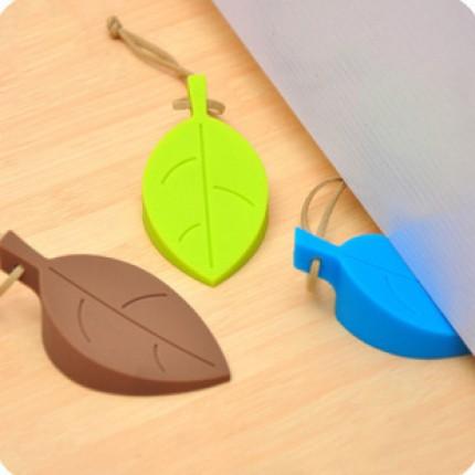 Стоппер дверной силиконовый Листик. Дверной ограничитель коричневый